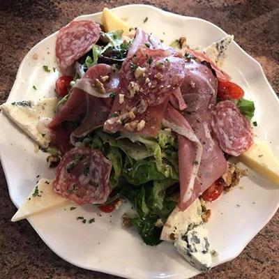 Restauration sur place le midi et le soir Briare Terrasse et salle salade complète