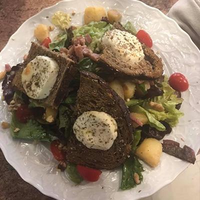 Restauration sur place le midi et le soir Briare Terrasse et salle salade
